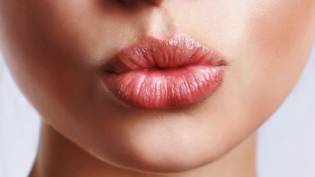 唇をアピール