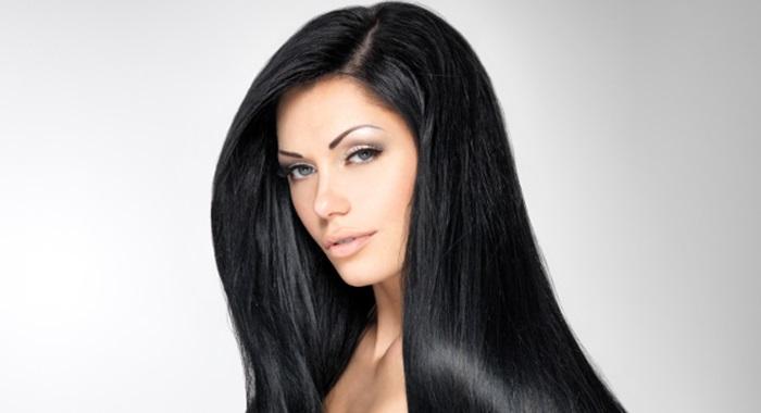 色気は輝く黒い髪