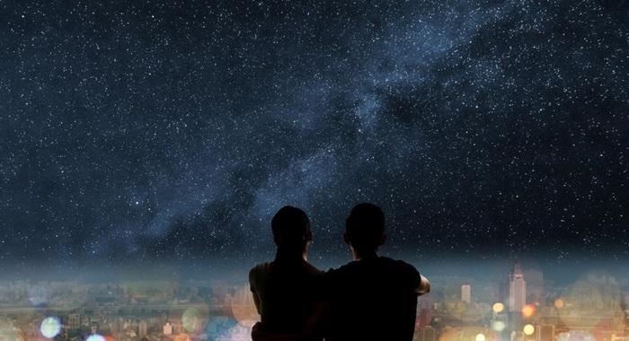夜景を見ながらキス