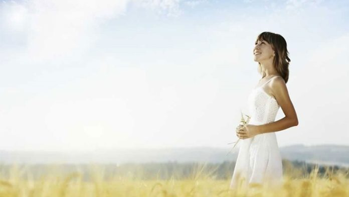清楚な女性はなぜ男性から好かれるか?特徴とモテる理由10選!