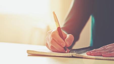 出来事を客観的とらえる 紙に書く行為