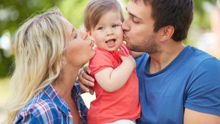 家族写真付きの年賀状をもらうと早く結婚をしたくなる