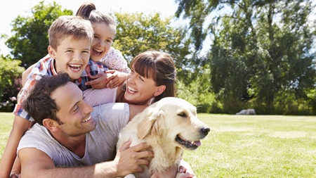 絵に描いたような幸せそうな家族シーンを見た時