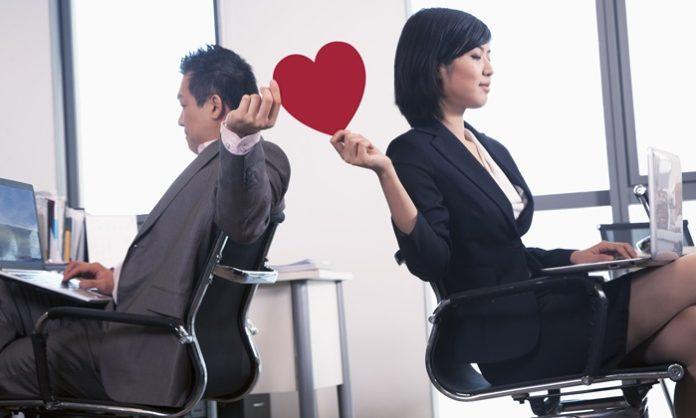 「社内不倫」妻子持ち上司との不倫の悩みで気をつけること