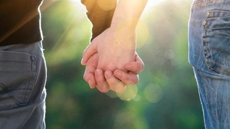 手をつなぐのは1回目のデートで