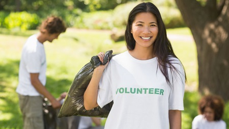 地域の国際交流や語学ボランティアに参加する