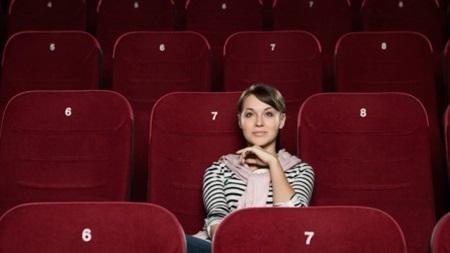 失恋映画を見る