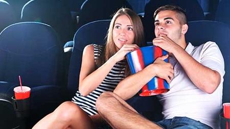 映画館へ行く時のコーディネート