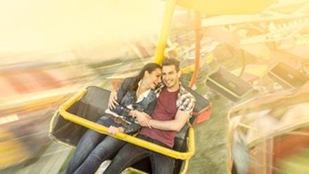 ディズニーランドや遊園地デートにおすすめ!