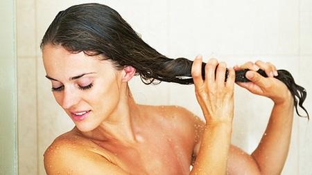 クレンジングオイルで髪の根元からきれいに
