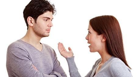 突っ込むと怒る、または黙りこむ