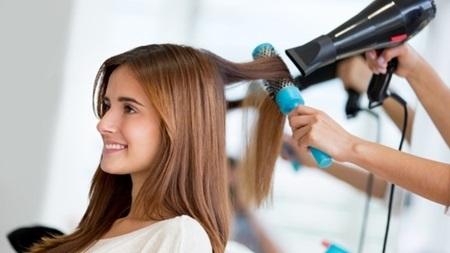 美容師さんに相談!髪形を変える